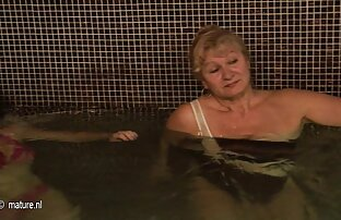Wanita ini memakai bikini video mom and son bokep dan terikat erat saat berbaring di perutnya.